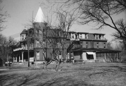 Southwest view of the Kline Sanatorium, ca. 1978