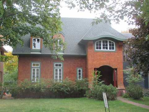 Color image of the Ernest Sperry House, 2163 Iglehart, St. Paul designed in 1908. Photograph by Paul Nelson, September 29, 2014.