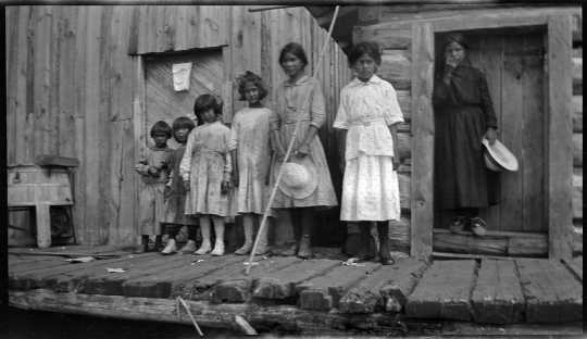 Ojibwe children at their home near the head of Pelican Lake (outside the Nett Lake Reservation), 1918.