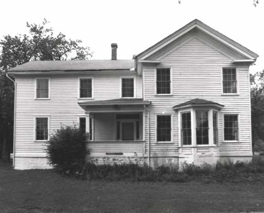 Black and white photograph of the exterior of the Banfill Tavern–Locke House on 6666 East River Road in Fridley, 1977.