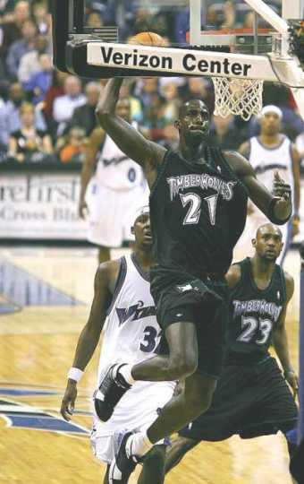 Kevin Garnett dunking