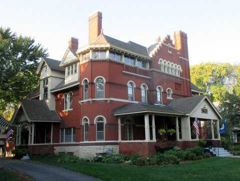 Color image of Clarence Johnston's first Summit Avenue house, designed in 1883: the Addison Foster house at 490 Summit. Photograph by Paul Nelson, September 27, 2014.