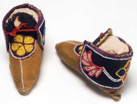 Pair of Ojibwe child's leather moccasins. Made in Isle, Mille Lacs County c.1910.