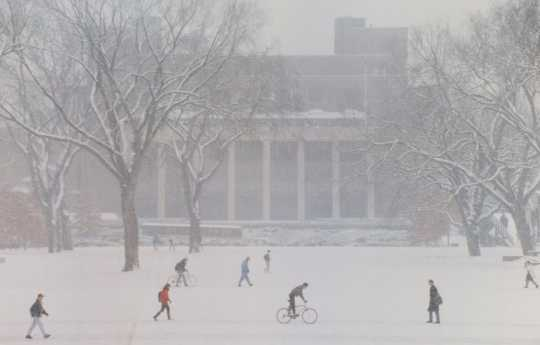 Color image of the University of Minnesota campus during the Halloween Blizzard, 1991. Photograph by Mike Zerby, RPA, Minneapolis Star Tribune.