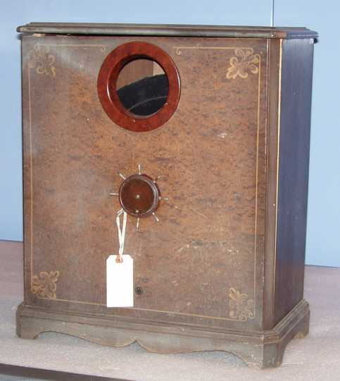 Color image of an Orpheus televisor made by Roth-Downs Manufacturing, c.1928.