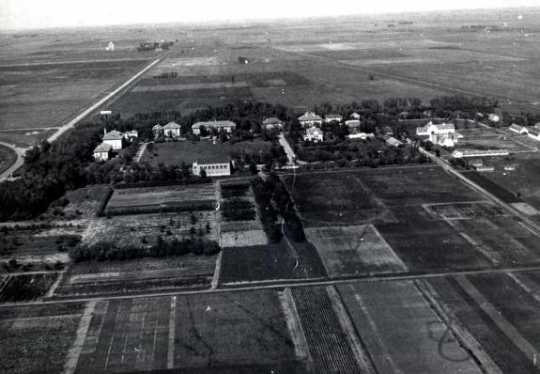 Black and white aerial view of the Northwest Experiment Station and Northwest School of Agriculture grounds and buildings, 1939.