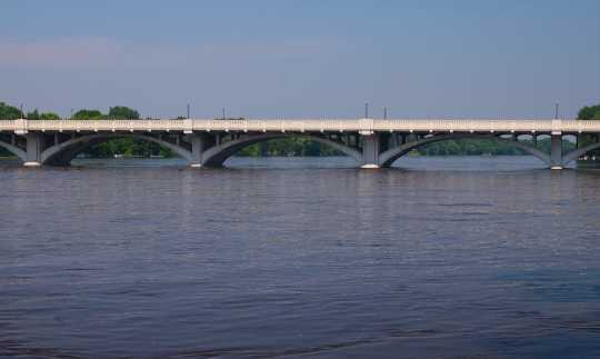 Color image of the Anoka–Champlin Mississippi River Bridge carrying U.S. Route 169, 2013. Photographed by Wikimedia Commons user McGhiever.