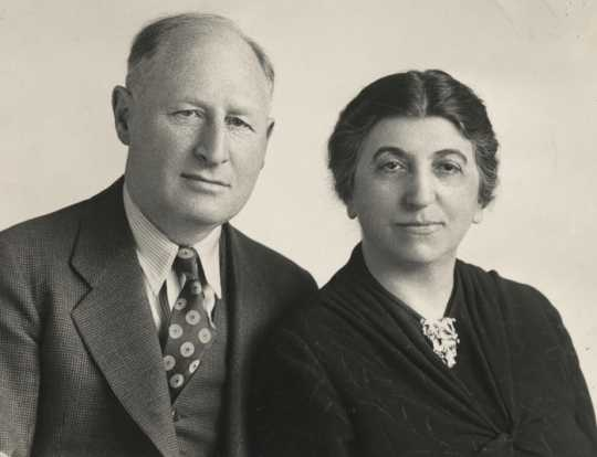 Black and white photograph of Arthur and Fanny Brin, undated. From the Arthur Brin and family papers (1891–1988) in the Manuscript Collection of the Minnesota Historical Society.