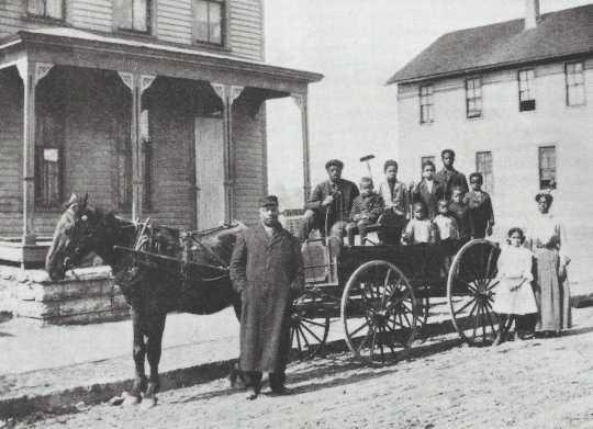 Black and white photograph of Crispus Attucks moves to 1537 Randolph Avenue in Highland Park, 1908.