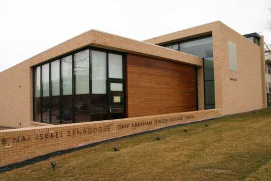 Color image of B'nai Israel Synagogue and Dan Abraham Cultural Center, c.2013.