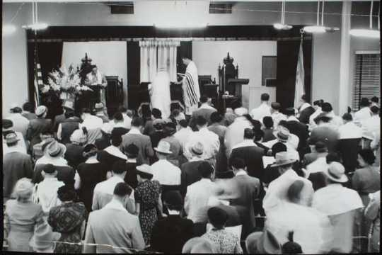 Black and white photograph of Yom Kippur service at Sons of Jacob.