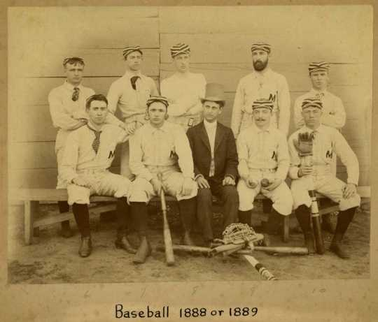 Photograph of Macalester College Baseball Team