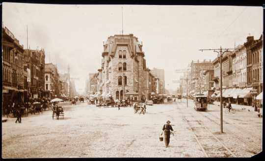 Bridge Square, 1886