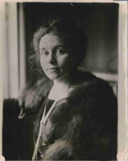 Anna Dickie Olesen, ca. 1920