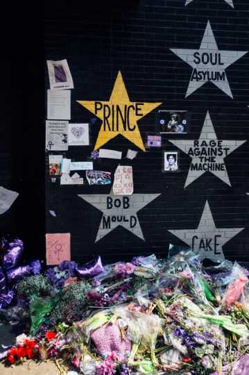 Prince's star painted gold at First Avenue