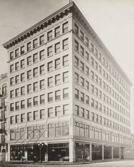 Black and white photograph of Motor Corps headquarters at Colonel Winfield Stephens Buick dealership in Minneapolis, c.1918.