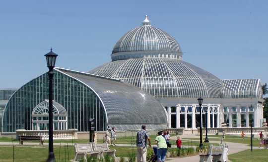 Color image of the Como Park Conservatory in St Paul, 2006.