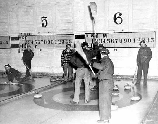 Members of the St. Paul Curling Club.