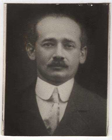 Black and white photograph of Samuel Deinard.
