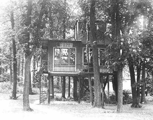 Treehouse residence of Dr. Charles F. Dight, 4818 Thirty-ninth Avenue South, Minneapolis, July 21, 1930.