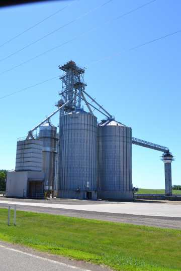 Color image of a grain elevator in Dovray, 2016.