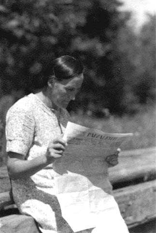 Black and white photograph of Finnish immigrant Mary Harju Paavola, 1925.