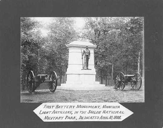 Black and white photograph of monument to First Battery, Minnesota Light Artillery.