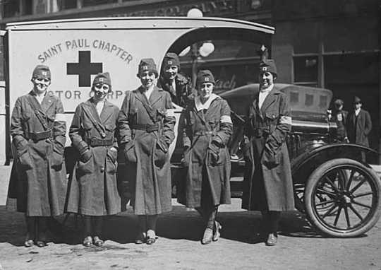 Black and white photograph of members of the St. Paul Chapter of the Red Cross, Motor Corps, 1918.
