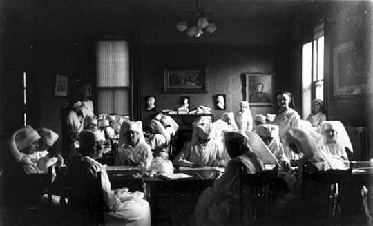 Black and white photograph of Red Cross workers making bandages, c.1916.