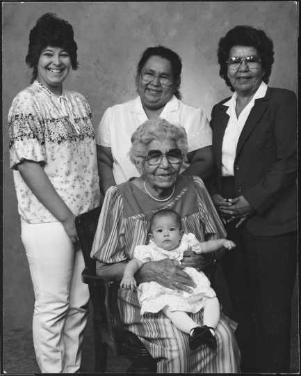 Maude Kegg and four generations of her descendants