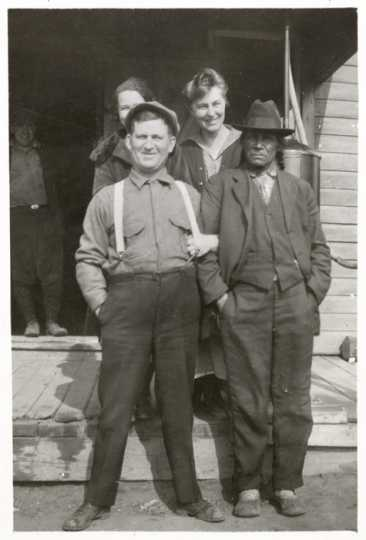 O-gee-tup (Heavy Sitter), Harry Ayer, and Jeanette Ayer at Mille Lacs Indian Trading Post