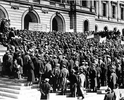 photograph of crowd on St. Paul capitol building steps