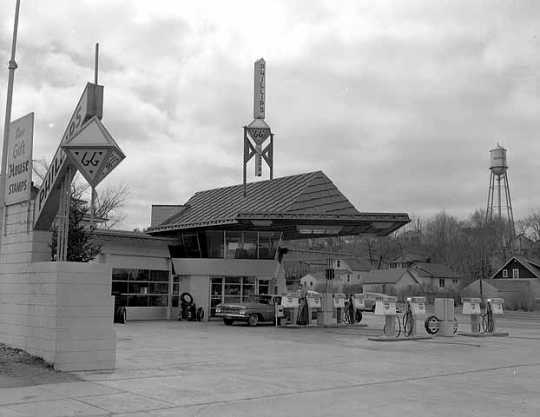 Filling station designed by Frank Lloyd Wright, Cloquet.
