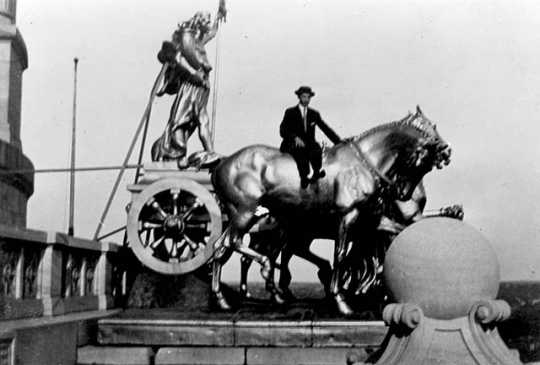 Black and white photograph of men posed at the Quadriga, c.1913. Photographed by Earl Conrad.