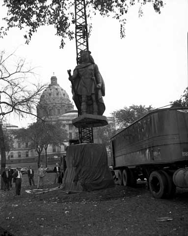 Installation of the Leif Ericson statue, State Capitol grounds