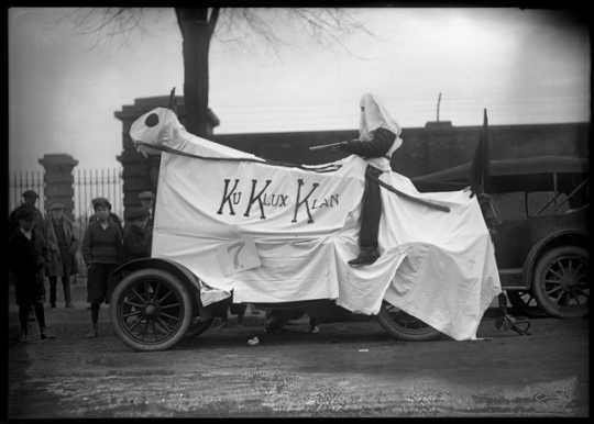 University of Minnesota Homecoming display with Ku Klux Klan banner, ca. 1923.