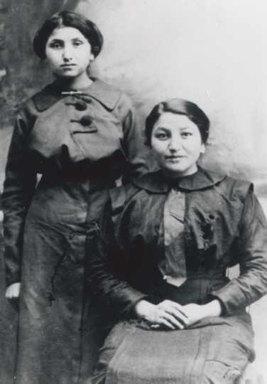 Picture of Florence Helen Chase, Ernest Wabasha's mother, with her sister Emma Chase Frazier