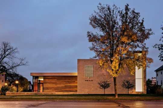 Color image of the Front of B'nai Israel Synagogue and Dan Abraham Cultural Center, c.2013.