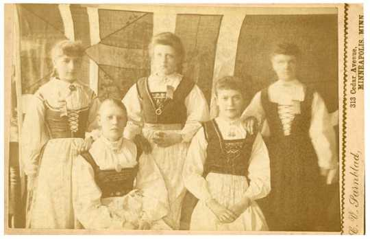 Photograph of women in Norwegian costume