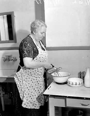 Black and white photograph of a woman using an electric mixer, 1938. Photographed by the Minneapolis Star Journal.