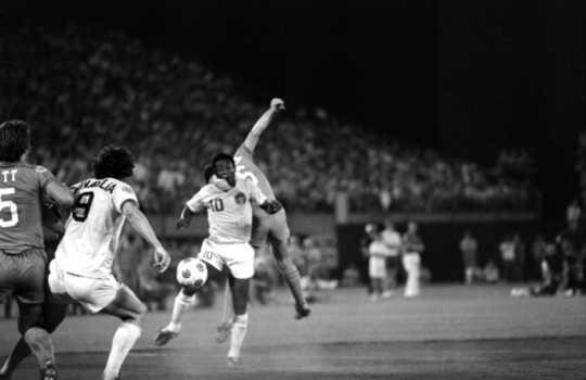 Black and white photograph of a Minnesota Kicks game at Metropolitan Stadium, 1976.