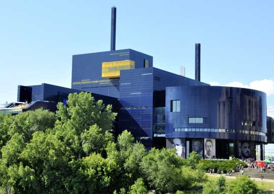 Guthrie Theater, riverside view
