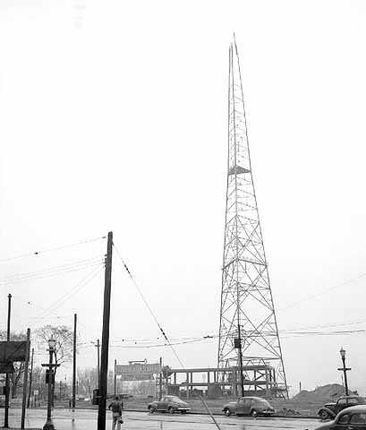 Black and white photograph of a KSTP-TV tower on University Avenue, 1948.