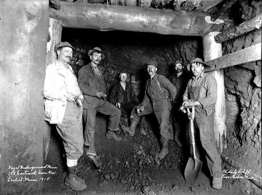 Black and white photograph of Fayal underground mine, Eveleth, 1915.
