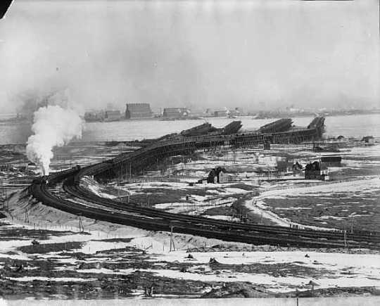 Black and white photograph of the ore docks at Duluth, 1903.