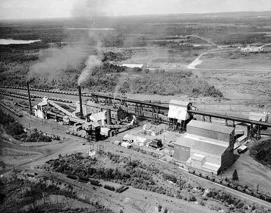United States Steel's Extaca plant, 1960. The Oliver Mining Division of USS built the Extaca plant to accompany the Pilotac plant in the development of feasible taconite processing methods.