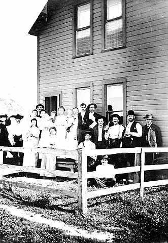 Black and white photograph of boarding house residents near Troy Mine, 1905.