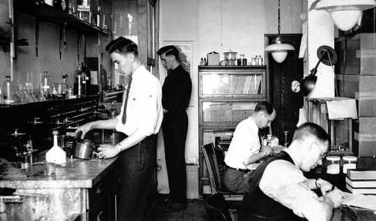 Black and white photograph of research and development division, Economics Laboratory, 1938.