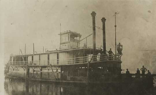 Black and white photograph of the Sea Wing, c.1889. Its owners typically used it as a work boat, often towing log rafts down the Mississippi.