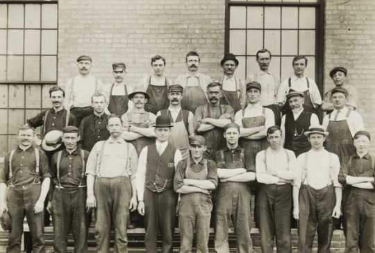 Black and white photograph of employees at the Northern Pacific Como Shops, St. Paul, 1913. Photograph by Axel E. Carlson.